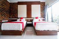 RedDoorz Plus near Kualanamu Airport Medan - RedDoorz Twin Room  Regular Plan