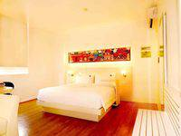 MaxOneHotels Glodok - Warmth Double Bed Breakfast Regular Plan