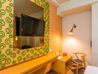 ZenRooms Legian Werkudara Bali - Double Room With Breakfast Regular Plan