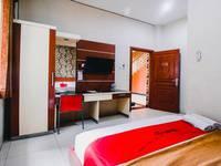 RedDoorz Plus @ AP Pettarani Makassar - RedDoorz Room Last Minute Promotion