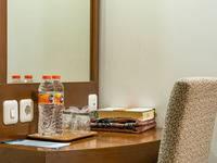 Sofyan Hotel Soepomo Tebet - Superior Room With Breakfast Great Deal 2018