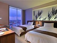 Midtown Hotel Surabaya - Groovy Room with Breakfast Regular Plan