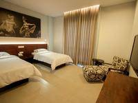 Fourteen Roses Hotel Bali - Modern Deluxe Room termasuk Sarapan Last Minutes 50% Non Refund