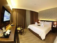 Golden Tulip Pontianak - Deluxe Queen - With Breakfast Basic Deal